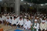 Bupati  di damingi Ketua DPRD dan Forkopimda serta seluruh Jamaah saat menghadiri Malam Nuzul Qur'an di Mesjid Al-Huda TBH