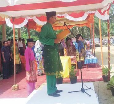 Bupati saat memberikan sambutan pada upacara Harlah Kecamatan BSR yang ke I