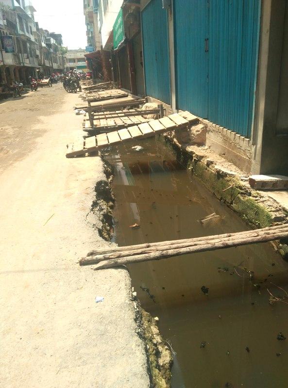 Pekerjaan pembangunan drainase di jalan Sultan Syarif Qasim Tembilahan