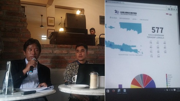Suwarjono, Ketua Aliansi Jurnalis Independen (AJI) Indonesia dan Sekjen Arfi Bambani saat memaparkan catatan akhir tahun 2016, di Jakarta, Jumat (23/12/2016). Dalam sebagian paparannya, AJI Indonesia menguraikan data kekerasan terhadap jurnalis tahun 2016 mencapai 78 kasus, 5 UU yang mengancam kerja jurnalis serta pekerjaan rumah yang tak kunjung tuntas bagi perusahaan media yakni mewujudkan kesejahteraan jurnalis.
