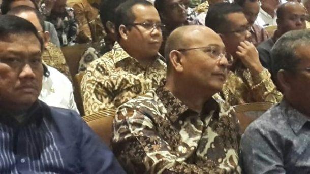 Bupati Kepulauan Meranti, Drs H Irwan MSi (baris kedua, tengah berkaca mata)