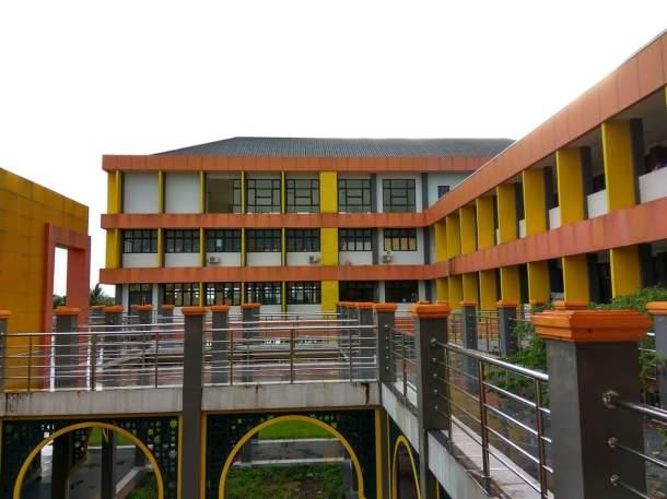 """Berdiri ditas tanah bermasalah, bangunan gedung """"SMA 1 Tembilahan"""" Ini Akan ditinggalkan. Foto: arsip detikriau.org/Mirwan"""