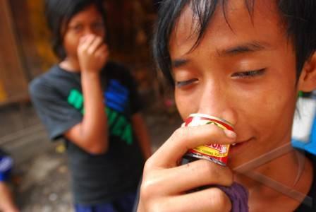 """Foto ilustrasi anak-anak """"ngelem"""": net"""