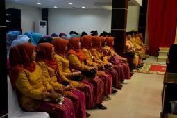 Sejumlah ibu-ibu pejabat dan tamu undangan yang ikut menghadiri pelaksanaan Rapat Paripurna Istimewa Milad ke-52 Kab Inhil???????????????????????????????????