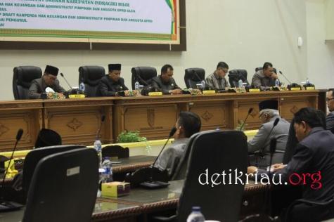 Dari kiri Asisiten II Setdakab Inhil Rudiansyah, Ketua DPRD H Dani M Nursalam dan para wakil ketua H Feriyandi H Mariyanto dan H Syahruddin