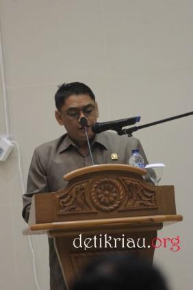 Juru bicara Fraksi Demokrat Inhil M Sabit aat membacakan pandangan Fraksi