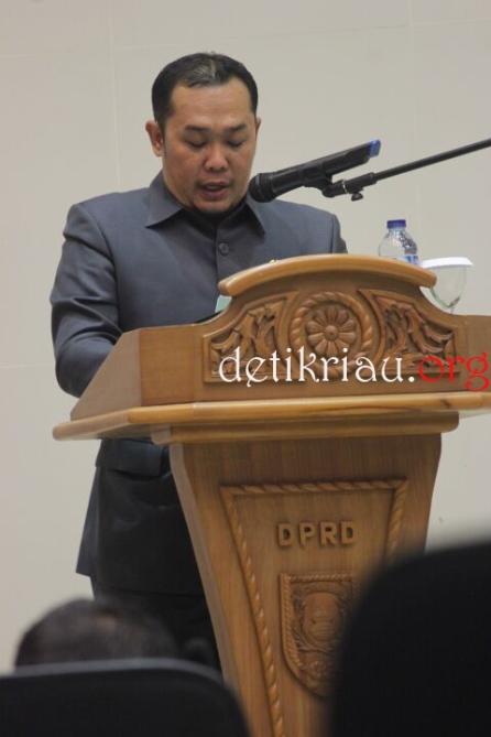 Juru bicara Fraksi Partai Kebangkitan Bangsa (FPKB) Inhil, Herwanissitas saat membacakan padangan Fraksi