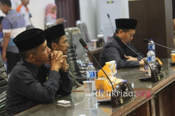 sejumlah anggota DPRD Inhil tampak serius mengikuti dan menyimak jalannya pelaksanaan rapat paripurna