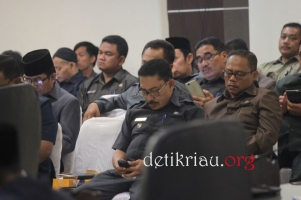 Sejumlah pejabat esselon dilingkungan Pemkab Inhil sedang menanti dimulainya pelaksanaan rapat paripurna