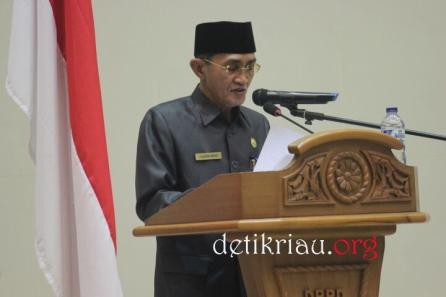 Sekretaris DPRD Inhil H Fauzan Hamid menyampaikan ulasan pelaksanaan rapat paripurna