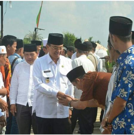 Bupati Inhil HM Wardan mendapat sambutan ramah dari masyarakat dalam kunjungan safari ramdahannya di desa Belantaraya Kec Gaung