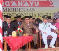 Dari Kanan depan, Bupati Inhil HM Wardan, Wakil Bupati H Rosman Malomo dan Ketua DPRD Inhil H Dani M Nursalam