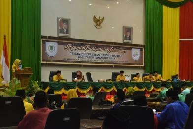 Gubernur Riau Arsyadjuliandi Rachman diwakili oleh Biro Pemerintahan Setda Provinsi Riau saat menyampaikan amaran pada Rapat Paripurna Istimewa Milad ke 52 Kabupaten Indragiri Hilir