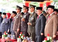 Sejumlah pejabat dan unsur pimpinan Forkopimda mengikuti pelaksanaan upacara peringatan detik-detik proklamasi di lapangan upcara jalan gadjahmada Tembilahan