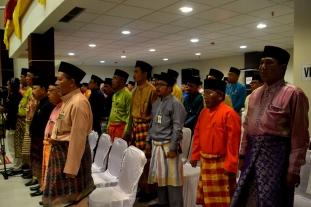 Sejumlah pejabat esselon dilingkungan Pemkab Inhil turut melantunkan Lagu Kebangsaan Indonesia Raya