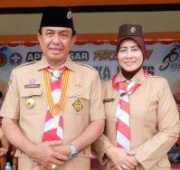 Bupati Inhil HM Wardan dan istri Hj Zulaikah