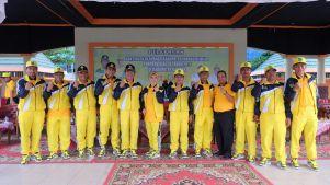 Bupati Inhil HM Wardan didampingi istri Hj Zulaikah, unsur Forkopimda dan sejumlah jajaran pengurus KONI Foto bersama usai acara pelepasan