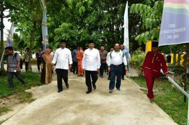 Kedatangan Bupati Inhil, HM Wardan didampingi Sekretaris Daerah Kabupaten Inhil, Said Syarifuddin meresmikan 'eBilik' sekaligus memimpin rapat bersama insan pers