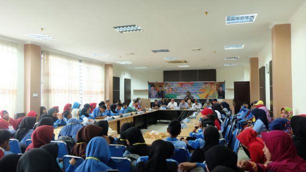 Arahan dan bimbingan Ketua DPRD Inhil Dani M Nursalam didampingi sejumlah anggota kepada peserta jambore anak PMKS di ruang rapat Banggar