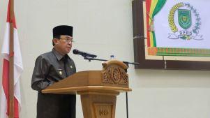 Bupati Inhil HM Wardan menyampaikan pidatonya pada rapat paripurna ke 8 masa persidangan ke III tahun sidang 2017 di gedung DPRD Inhil, Tembilahan