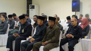 Kepala Dinas Komunikasi Informasi dan Persandian Kab Inhil HM Thaher (kanan) juga tampak menghadiri rapat paripurna di gedung DPRD Inhil bersama sejumlah pejabat esselon dilingkungan pemkab Inhil.