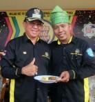 Bupati Inhil HM Wardan (kiri) dan Ketua DPC Granat Inhil, Zakaria (kanan)