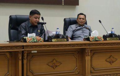 Pimpinan Sidang, H mariyanto (kiri) saat memimpin jalannya rapat paripurna