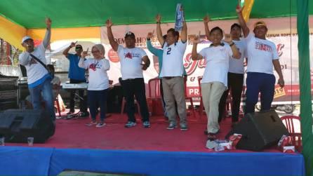 Salam dua jari, simbol dukungan pasangan Capres dan Cawapres No urut 02 Prabowo Sandi