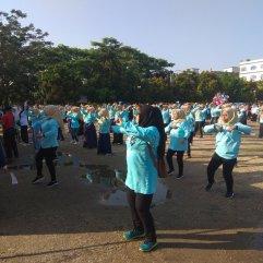 Senam Prabowo Sandi emak-emak milenial inhil goyang lapangan Tengku Sulung